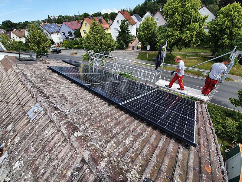 Montage von Solarpanelen